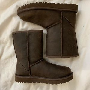 BRAND NEW LEATHER UGGS